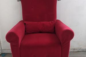 Rode velours fauteuil.