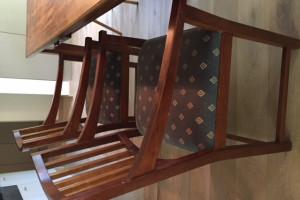 Gratis 6 houten eetkamer stoelen