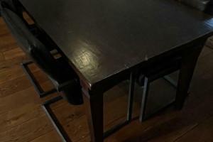 Eetkamer Tafel met bankstoelen